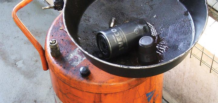 cambiar-filtro-aceite-camion-de-carga-reemplaza-los-filtros