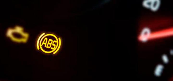 luz advertencia sistema frenos antibloqueo